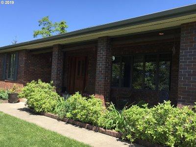 Roseburg Single Family Home For Sale: 814 Black Oak Dr