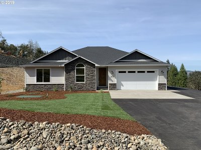 Roseburg Single Family Home For Sale: 200 Madera Ln