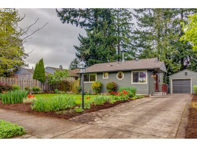 Portland Single Family Home For Sale: 2424 NE 108th Ave