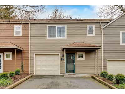 Tualatin Condo/Townhouse For Sale: 7155 SW Sagert St #108