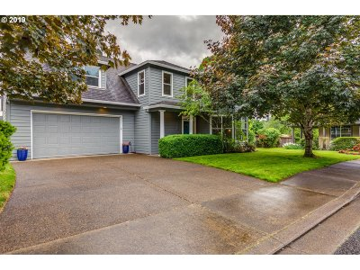 Milwaukie Single Family Home For Sale: 12236 SE 35th Ct