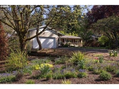 Lake Oswego Single Family Home For Sale: 2651 Wembley Park Rd