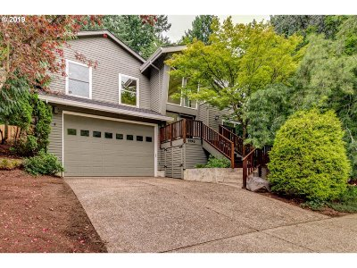 Clackamas County Single Family Home For Sale: 1490 Skye Pkwy