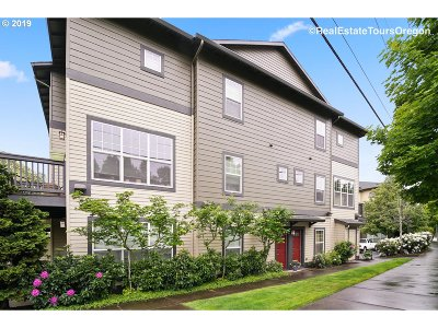 Beaverton Condo/Townhouse For Sale: 1120 SW 170th Ave #202