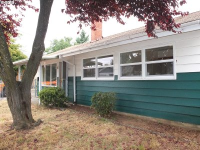 Portland Single Family Home For Sale: 5018 SE 86th Ave