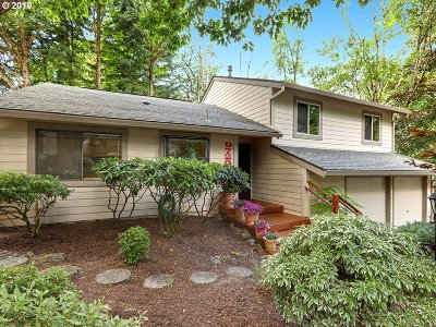 Portland Single Family Home For Sale: 9725 SW Quail Post Rd