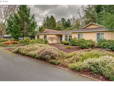 Milwaukie Single Family Home For Sale: 1750 SE Risley Ave