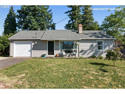 Clackamas County Single Family Home For Sale: 182 Beverly Dr