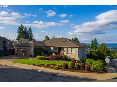 Tigard Single Family Home For Sale: 13995 SW Mistletoe Dr