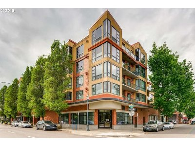 Portland Condo/Townhouse For Sale: 1620 NE Broadway St #608