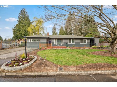 Single Family Home For Sale: 21239 SE Yamhill St