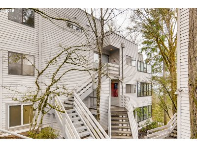 Lake Oswego Condo/Townhouse For Sale: 48 Eagle Crest Dr #1B