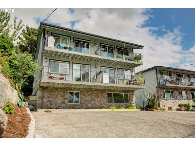Multnomah County Condo/Townhouse For Sale: 5715 NE Sacramento St #12