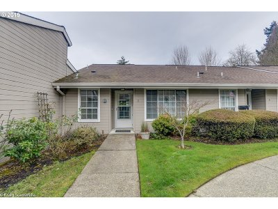 Beaverton Condo/Townhouse For Sale: 13775 SW Scholls Ferry Rd #3