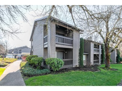 Beaverton Condo/Townhouse For Sale: 9260 SW 146th Ter #I-8