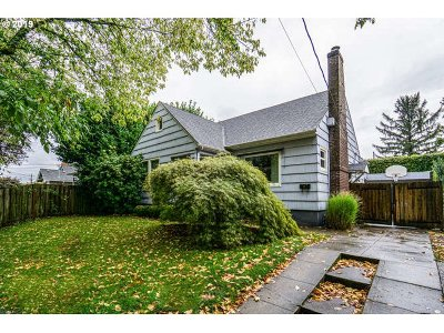 Portland Single Family Home For Sale: 4224 SE 12th Ave