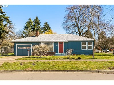 Hillsboro Single Family Home For Sale: 572 SE 6th Ave