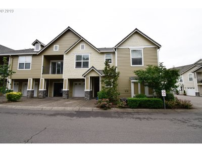 West Linn Condo/Townhouse For Sale: 3545 Summerlinn Dr