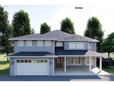 Roseburg Single Family Home For Sale: 964 SE Golden Eagle Ave # 29
