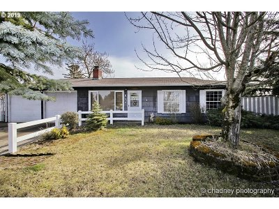 Portland Single Family Home For Sale: 1998 SE 157th Dr