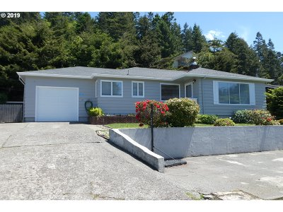 Gold Beach OR Single Family Home For Sale: $205,000
