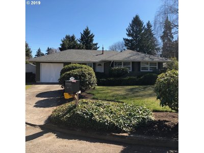 Milwaukie Single Family Home For Sale: 10908 SE 51st Ave
