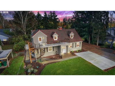 Portland Single Family Home For Sale: 4330 SW 91st Ave