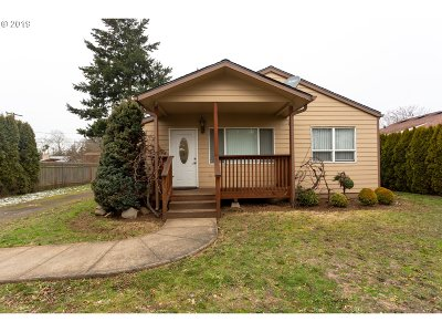 Portland Single Family Home For Sale: 4335 SE 116th Ave