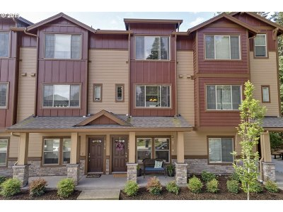 Hillsboro Condo/Townhouse For Sale: 7968 NE Caitlin St