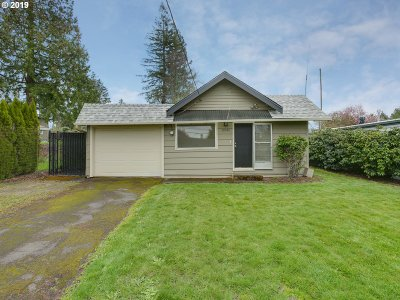 Clackamas County Multi Family Home For Sale: 10586 SE Home Ave