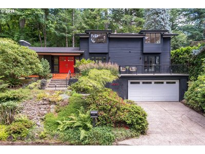 Portland Single Family Home For Sale: 4937 SW Fairhaven Dr
