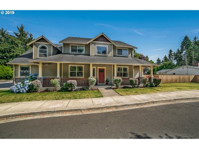Milwaukie Single Family Home For Sale: 19643 SE Jay St