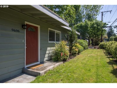 Milwaukie Single Family Home For Sale: 9696 SE 42nd Ave