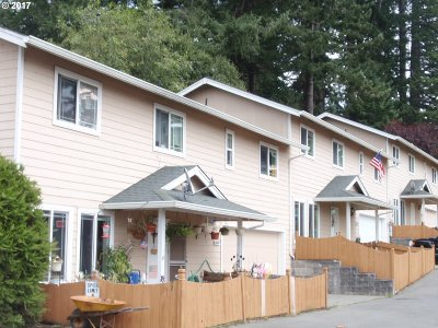 Brookings Multi Family Home For Sale: 822 Pioneer Rd