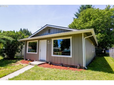 Cowlitz County Single Family Home For Sale: 257 17th Ave