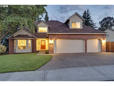 Clackamas OR Single Family Home For Sale: $589,000