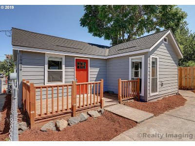 Portland Single Family Home For Sale: 10416 SE Reedway St
