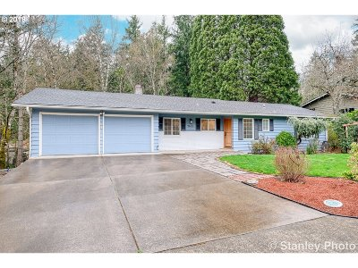 Portland Single Family Home For Sale: 9605 SW Washington Pl