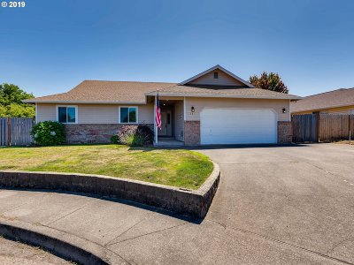 Canby Single Family Home For Sale: 631 SE 6th Pl