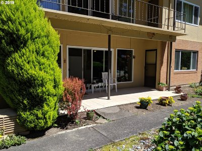 Milwaukie Condo/Townhouse For Sale: 1400 SE Lava Dr #13