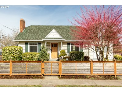 Portland Single Family Home For Sale: 6605 SE Woodward St