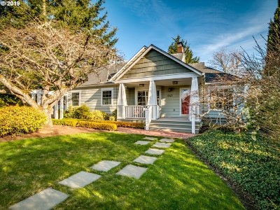 Portland Single Family Home For Sale: 647 SW Hume St