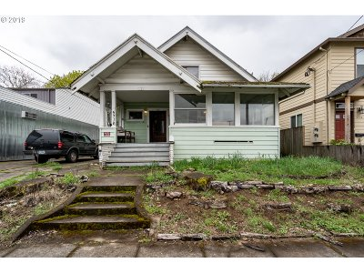 Single Family Home For Sale: 5716 SE Gladstone St