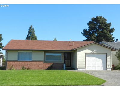 Woodburn Single Family Home Pending: 2153 Country Club Ter