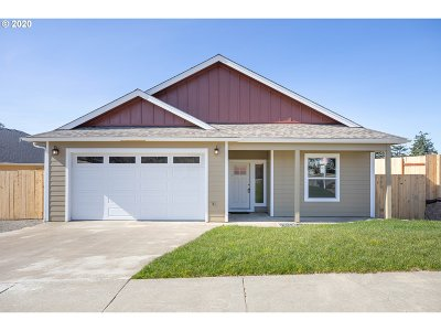 North Bend Single Family Home For Sale: 2252 Laura Ln