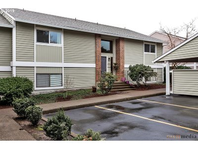 Tigard Condo/Townhouse For Sale: 10855 SW Meadowbrook Dr #50