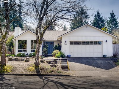 Portland Single Family Home For Sale: 11334 SW Cottonwood Ln
