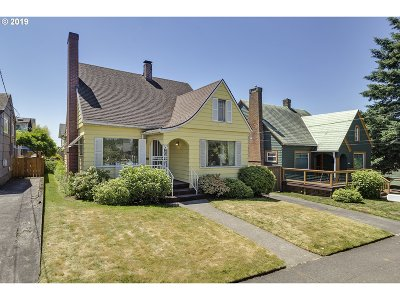 Portland Single Family Home For Sale: 2704 SE Harrison St