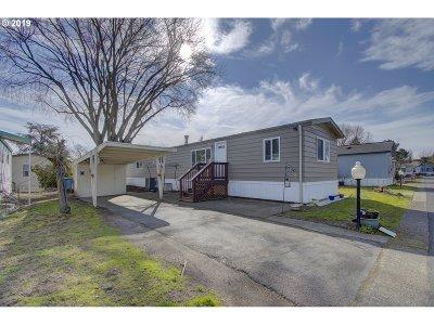 Portland Single Family Home For Sale: 1501 N Hayden Island Dr #107E