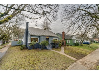Multnomah County Single Family Home For Sale: 7434 N Chase Ave